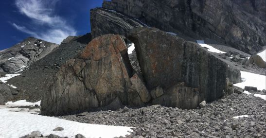 A huge boulder split in two just before the ascent route to the pass